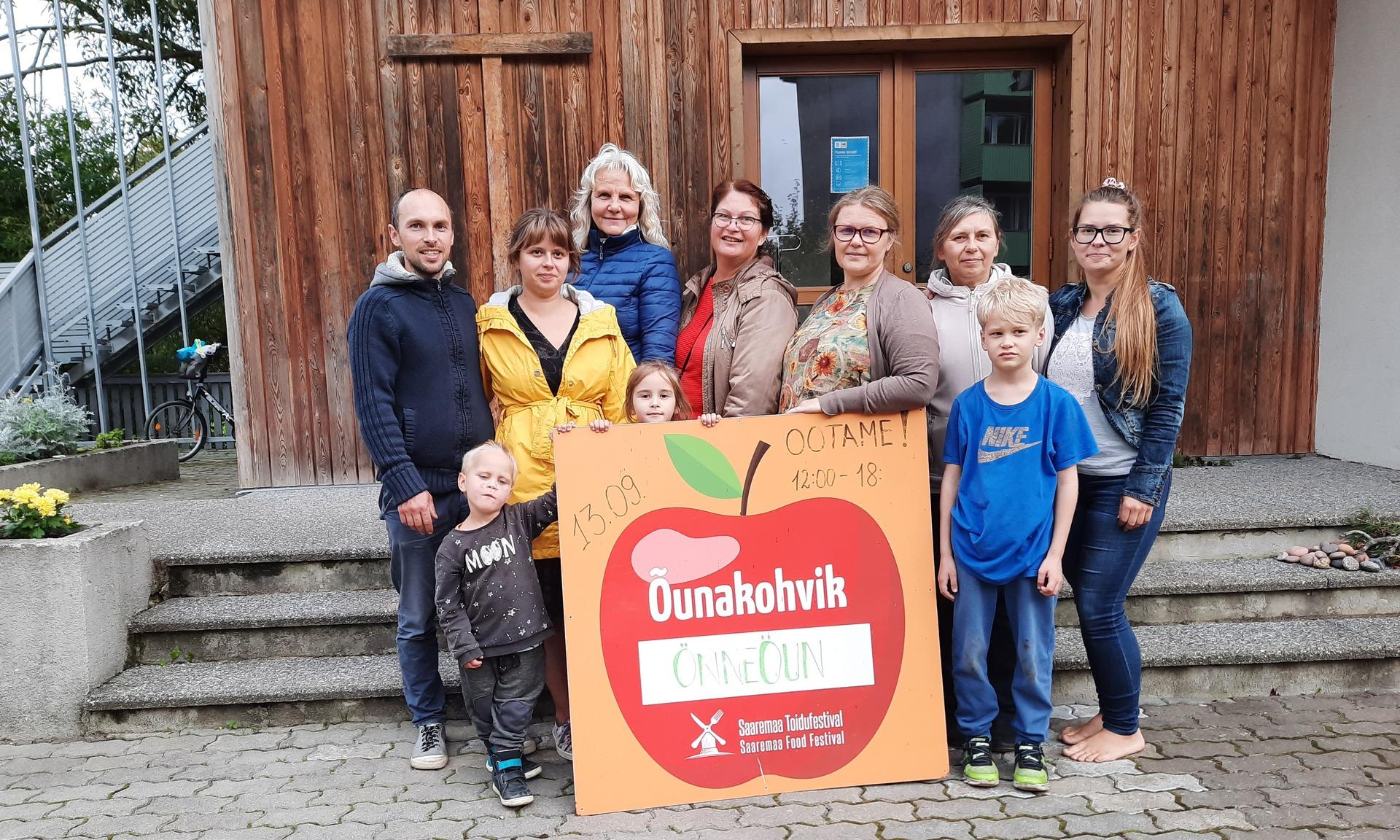 Kuressaare kogudus osales õunakohvikute päeval